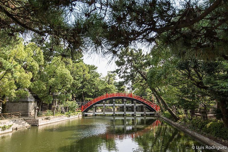 Puente Sorihashi y santuario Sumiyoshi Taisha en Osaka