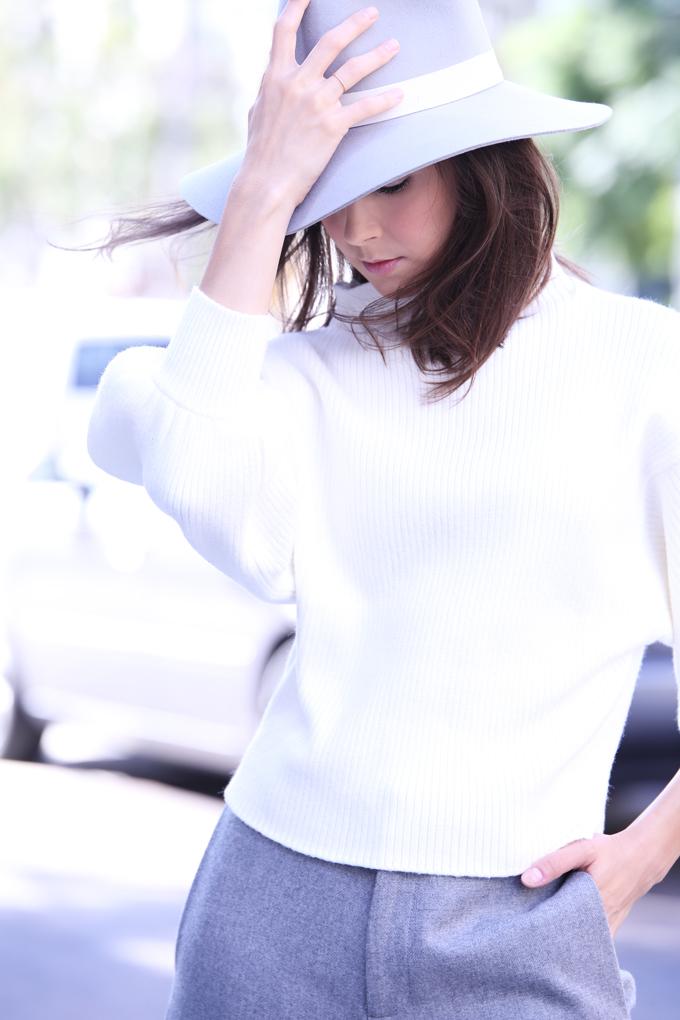 WhiteSweater4