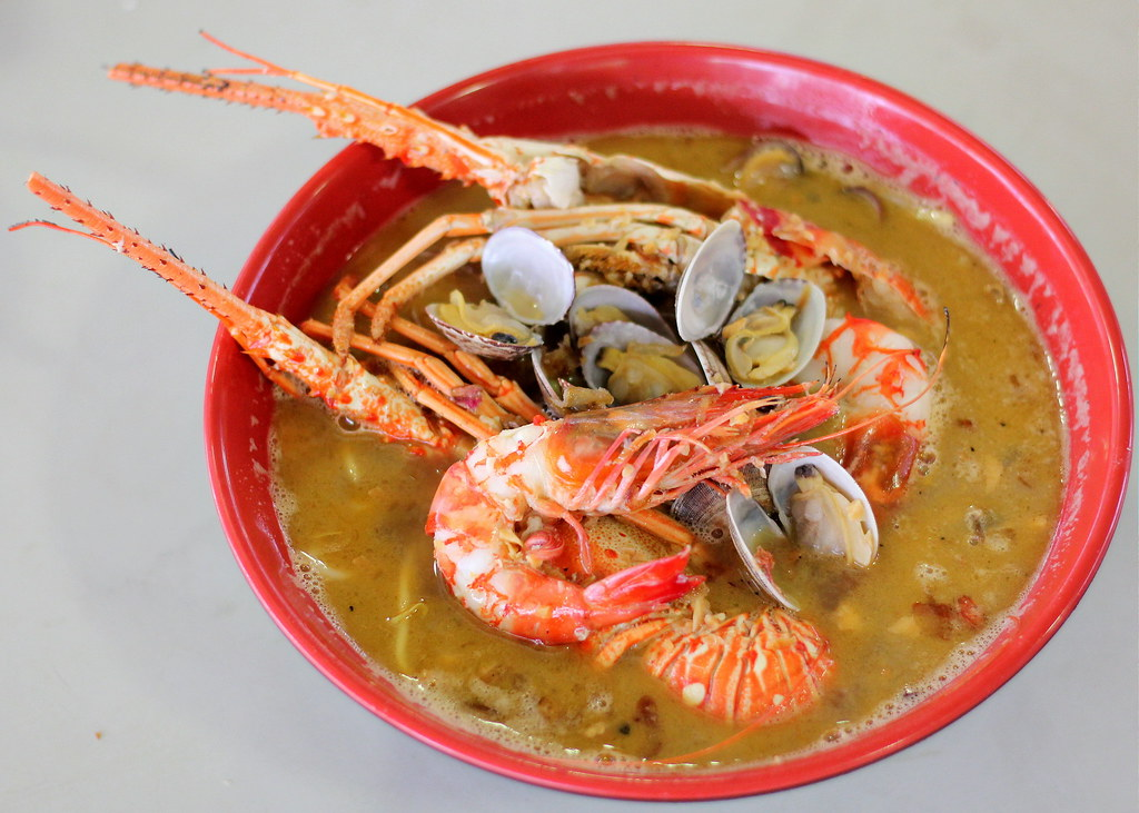 sumo-big-prawn-lobster-and-big-prawn-noodle-soup
