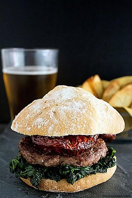 GiovannaA Hamburger d'agnello con verdure ripassate in padella e peperone 031