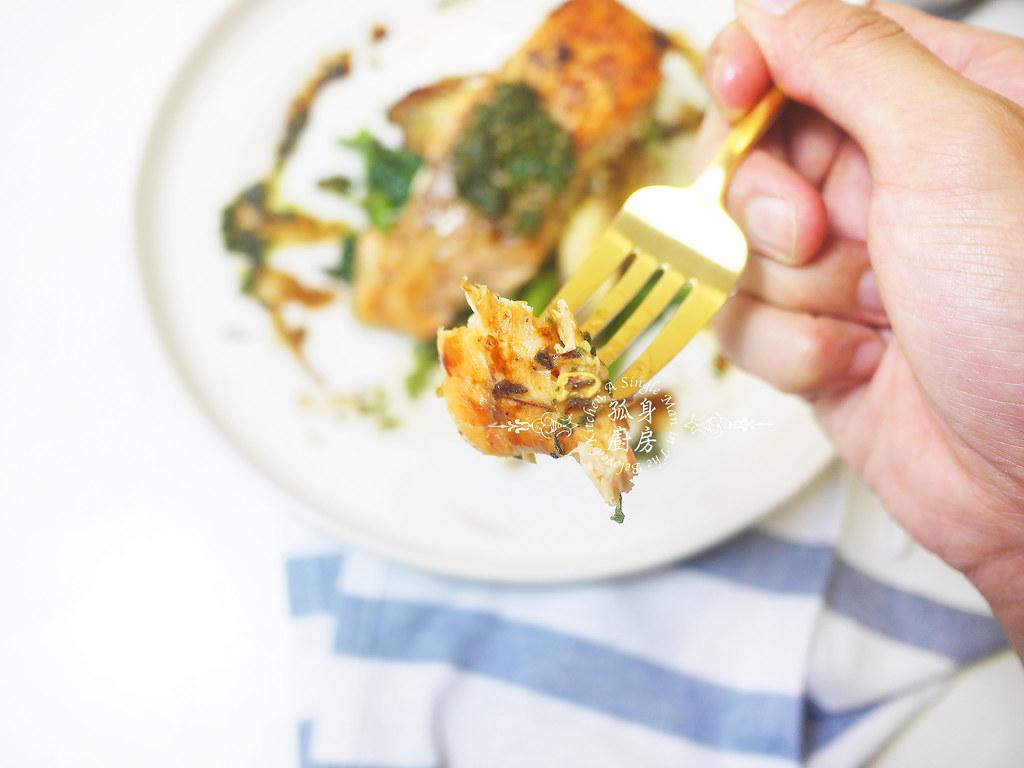 孤身廚房-烤鮭魚排佐香料烤南瓜及蒜香皇宮菜25