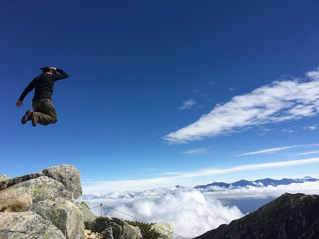 木曽駒ヶ岳 山頂南 富士山に向かってジャンプ