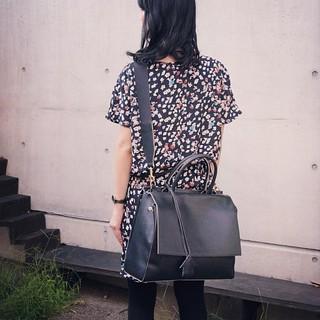 ディレクターズさんの豪華すぎるノベルティバッグ、最後の写真は斜めがけで後ろから。 #bag #PCバッグ  #fashion #coordinate #ootd  #noteファッション部