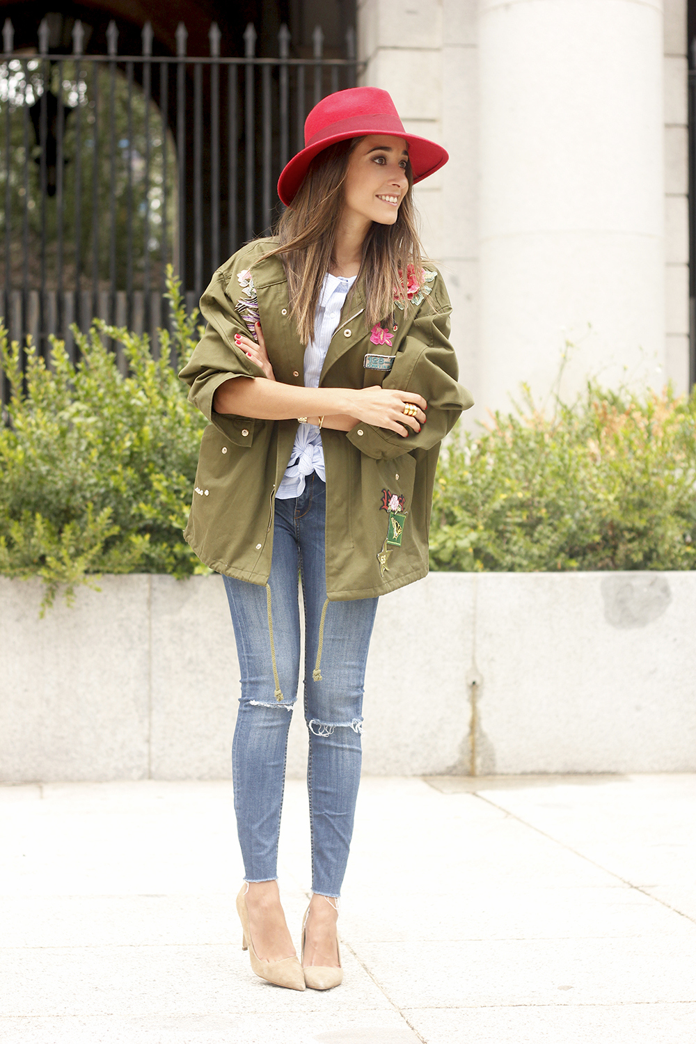 Green Parka Jeans nude heels red uterqüe hat style fashion18