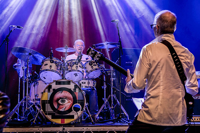 Woody Woodmansey on stage with Tony Visconti – photo © Woody Woodmansey