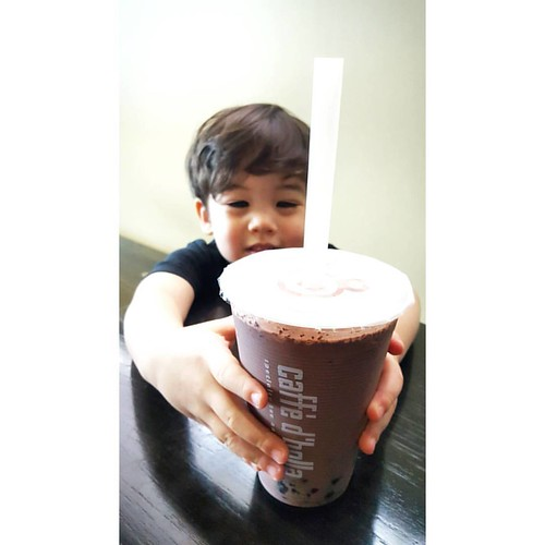 So we make this chocolate bubble milk tea. It's super tasty and oh-so chocolatey. Come and try it!