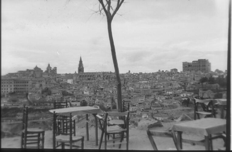 Bar en el Valle (actual kiosco base) en 1959. Fotografía de Santos Yubero © Archivo Regional de la Comunidad de Madrid, fondo fotográfico