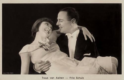 Fritz Schulz and Truus van Aalten in Kopfüber ins Glück (1931)