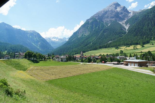 Landschaft entlang der Albulastrecke der räthischen Bahn