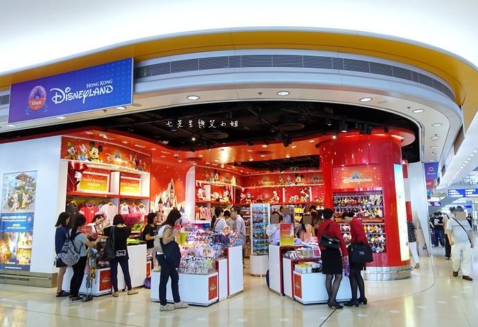 1 香港機場 迪士尼奇妙店 買達菲熊免進迪士尼樂園