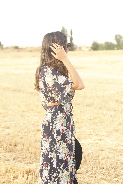 Maxi floral print dress uterqüe blue hat sunnies countryside summer outfit flat sandals massimo dutti22