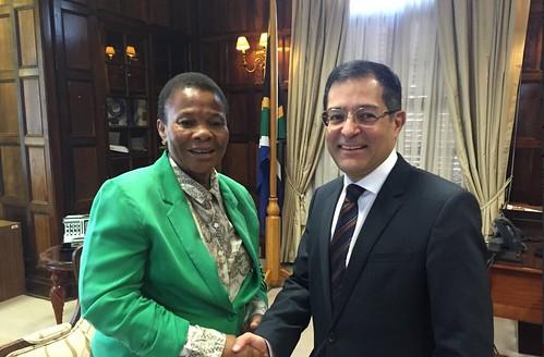 El embajador de México en Sudáfrica se reúne con la ministra de asuntos de la mujer