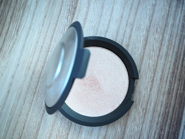 beccajaclynhillhighlightpressedpowderstrobingP2278425, becca cosmetics, makeup, beauty, shopping, cosmetic, korostuspuuteri, highlighter, product, the best, paras,hohdepuuteri, spaceNK, Becca, Jaclyn Hill, Champagne Pop, highlighting powder, shimmering skin perfector, kauneus, meikit, kosmetiikka, vinkit, wink, tips, makeup shopping, ostokset,