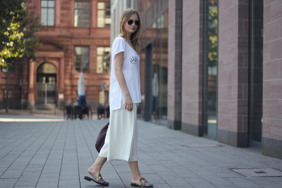 outfit culottes tshirt eyes white asos slippers ray ban red bag