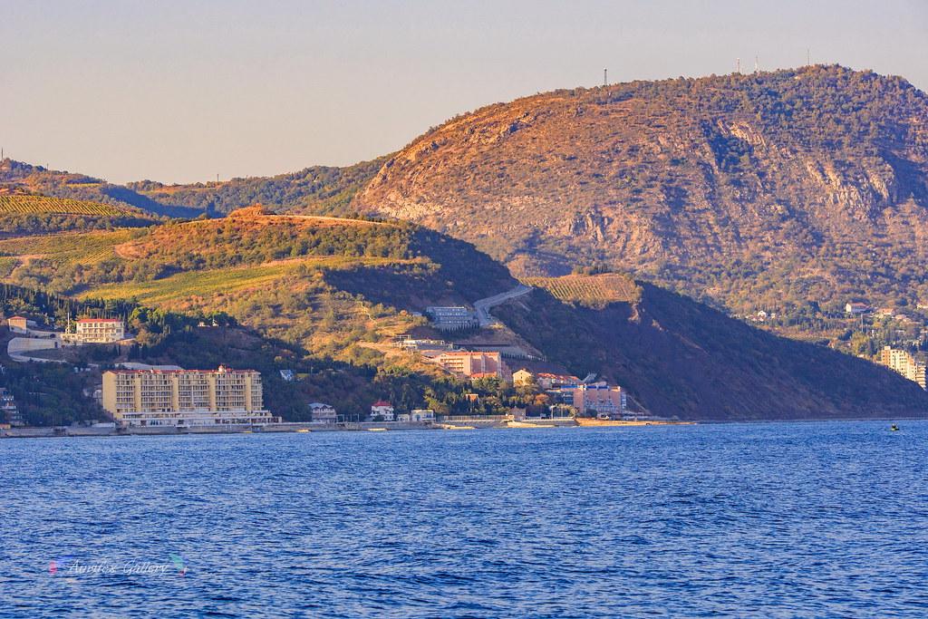 Crimean coast. Lasurnoe. Malyj Majak.