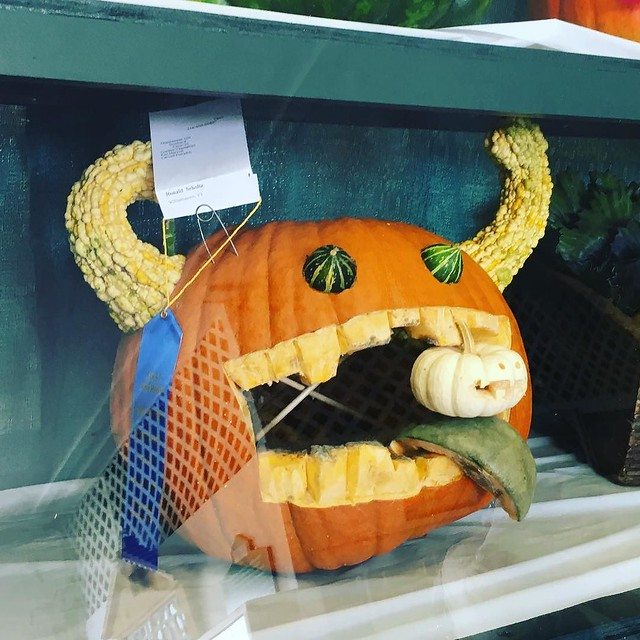 Good use of different gourds!