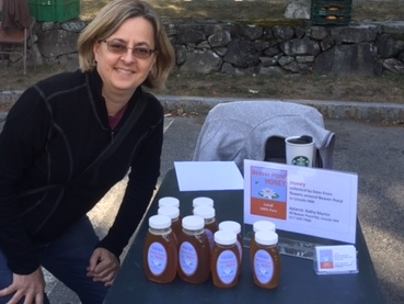 my honey table at farmers market IMG_1691