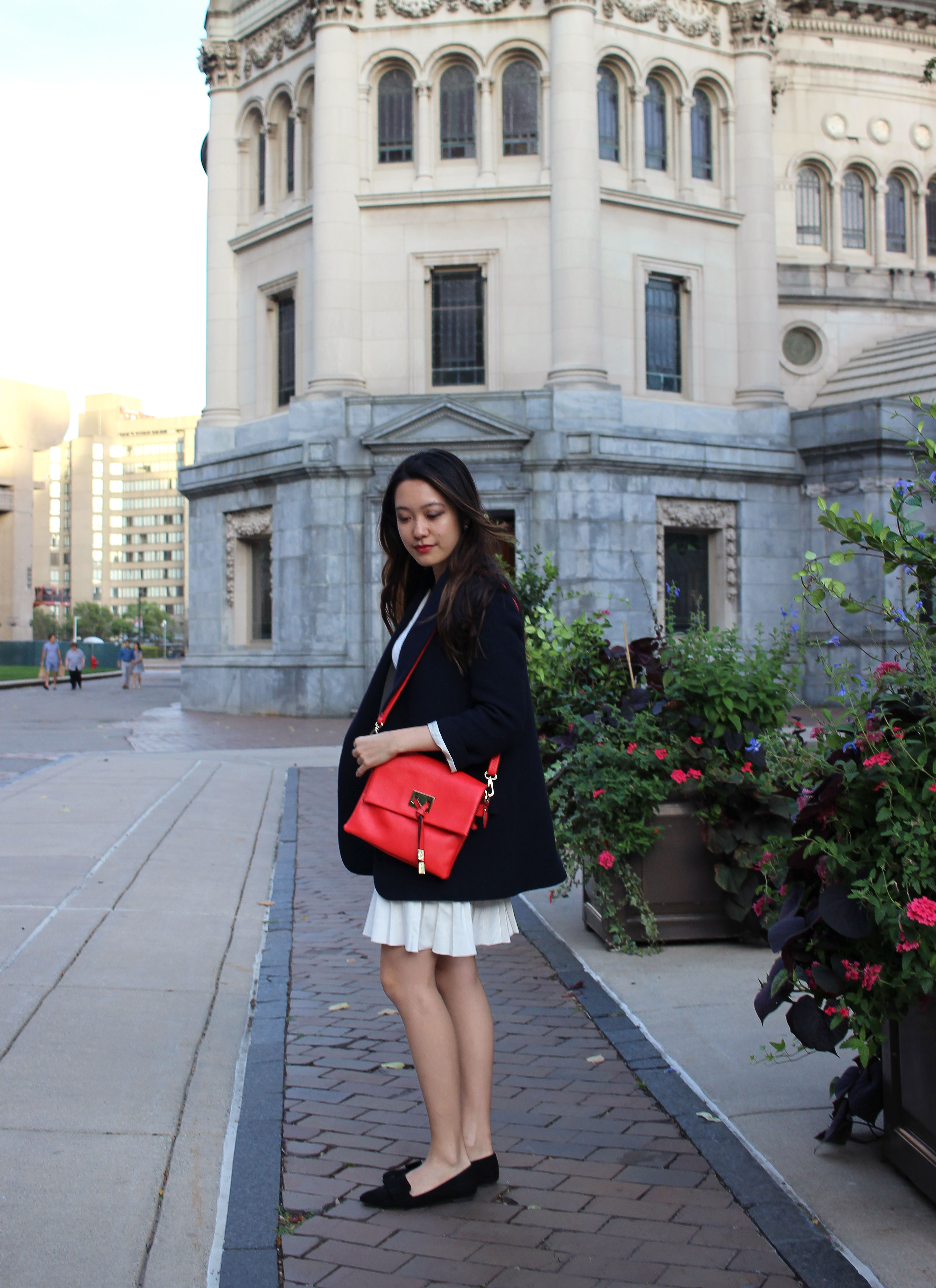 Fall French inspired outfits with navy blazer and red square flap bag
