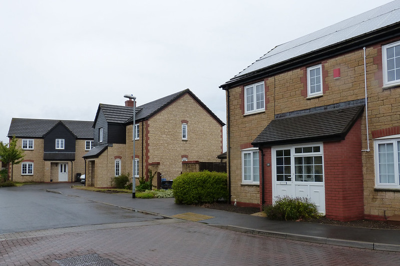 Modern housing with 2-colour brick detailing