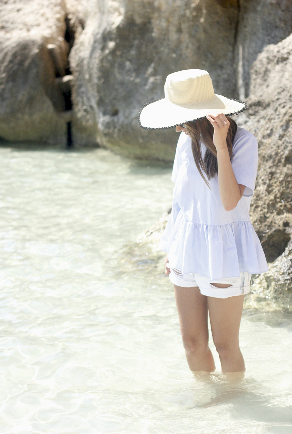 beach outfit blue blouse with bows shorts hat sunnies summer fashion style03