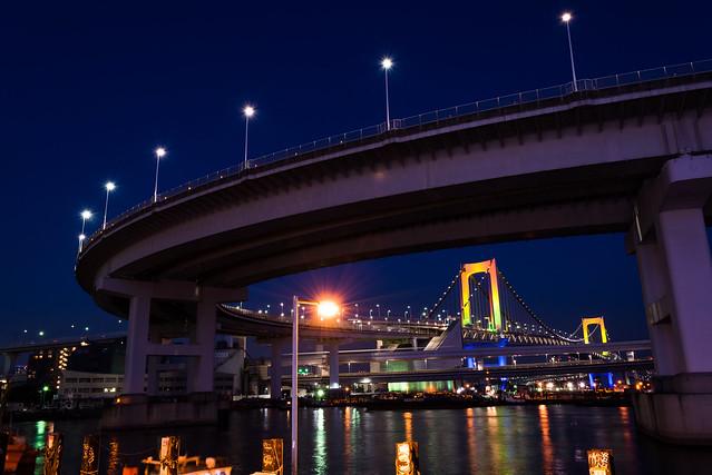ループ橋越しに撮影したレインボーブリッジ