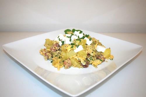 45 - Roast potatoes with leek & feta - Side view / Kartoffelgeröstl mit Lauch & Schafskäse - Seitenansicht