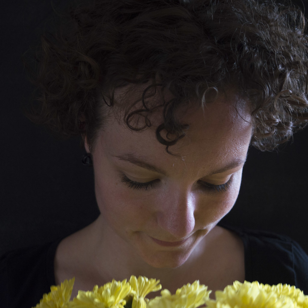 Ik met gele bloem