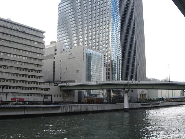 阪神高速道路と朝日新聞社ビル (2)