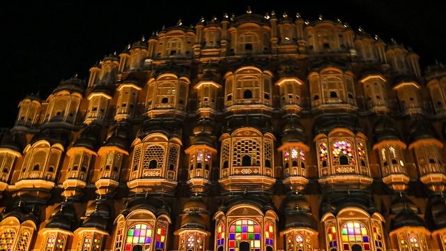 Illuminated Hawa Mahal (Palace of Winds), Jaipur, India ジャイプール、ライトアップされたハワー・マハル(風の宮殿)