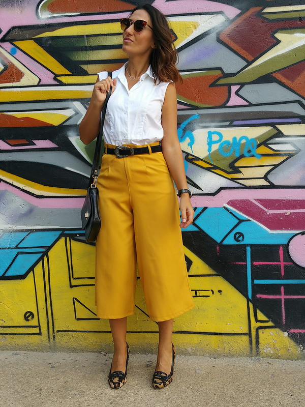 culottes mostaza, camisa blanca, cinturón negro hebilla plata, cowboy, mocasines tacón leopardo, bandolera negra, cocodrilo, retro, mustard culottes, white shirt, black belt silver buckle, cowboy, animal printed heeled loafers, retro black shoulder bag, crocodile, Zara, Soul & Soul, Singularu, The Code, Stradivarius, Aristocrazy, Fossil