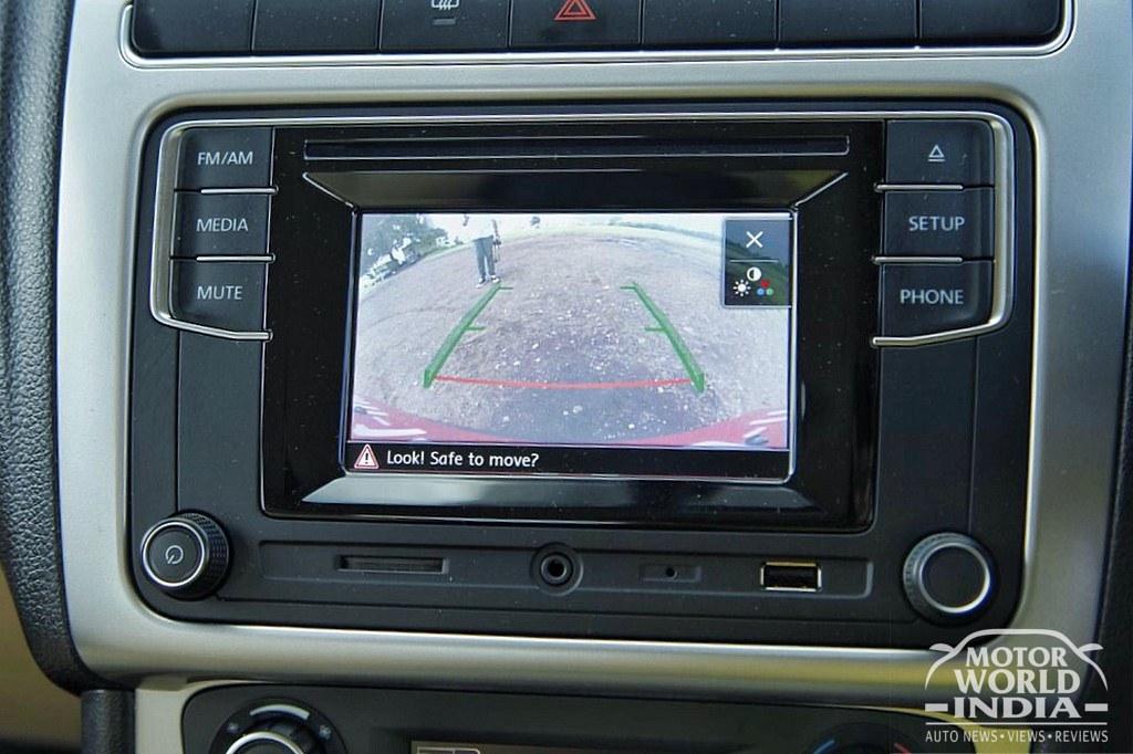 Volkswagen-Ameo-Diesel-Interior-Dashboard (4)