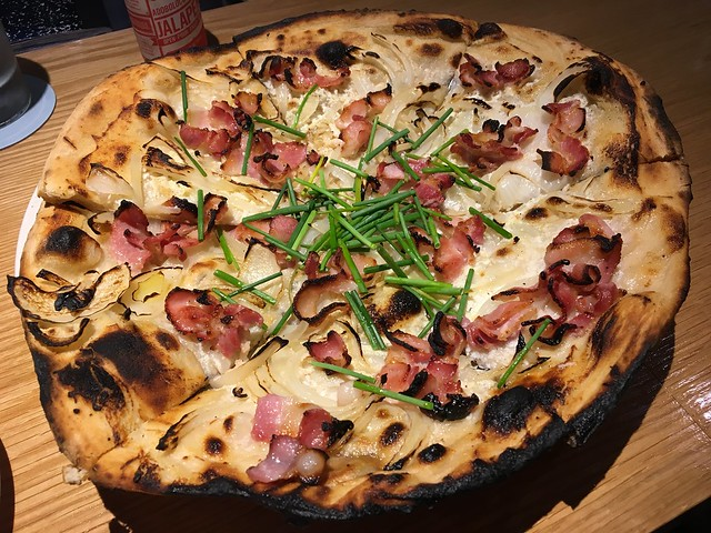 The naked pig pizza - Mahina & Sun's