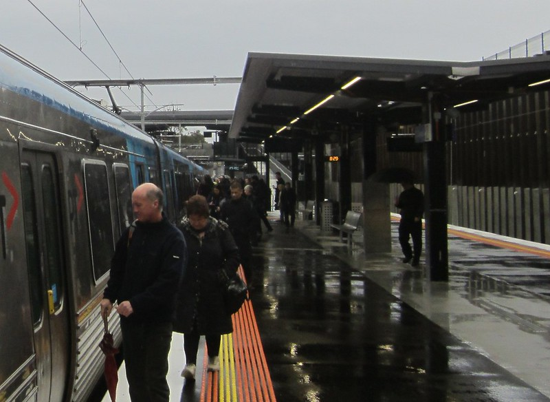 Bentleigh station in the rain