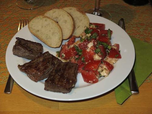 Flanksteak mit Mozzarella-Tomaten und Ciabatta
