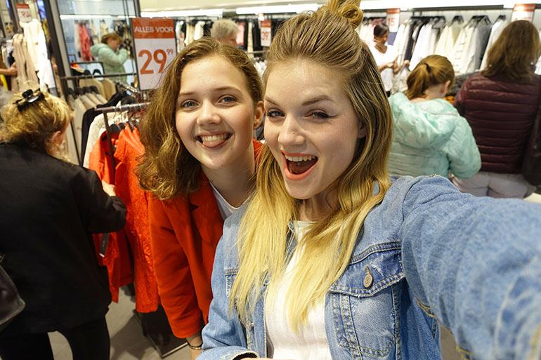 zara sale, vlog, vlogging is a party, fashionblogger, clipper jongerenreis, strand, zusje