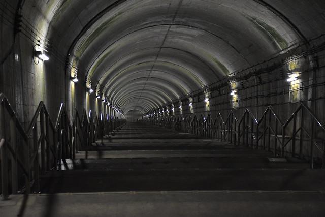 土合駅:地下へ続く