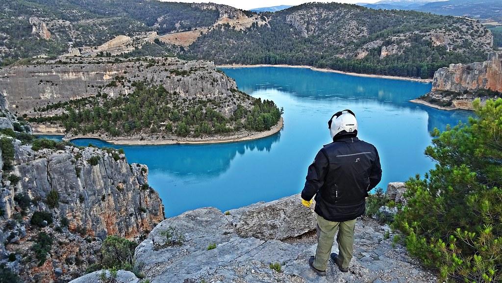 Embalse de Santolea (admirando las aguas turquesas)