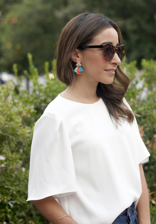 White blouse jeans earrings pompoms pendientes de pompones jewellery corte ingles joyería verano summer outfit style1