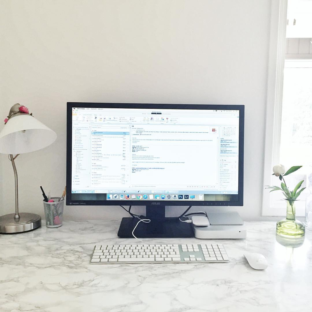 I love my bright homeoffice #workinprogress #homeoffice #nofilter #work #working #job #myjob #office #dayjob #ilovemyjob #dailygrind #photooftheday #business #biz #life #computer #instajob #instalife #instagood #instadaily #cavegirlblogg