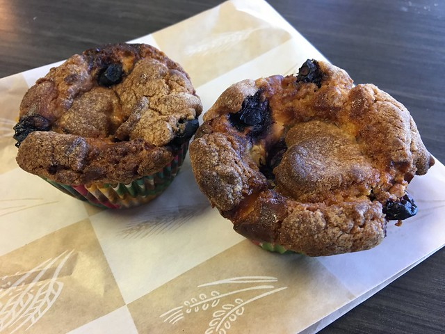 Lemon blueberry crumble muffins - Pink Mocha Cafe