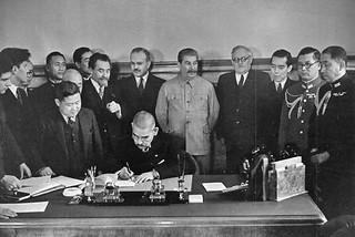 Matsuoka_signs_the_Soviet-Japanese_Neutrality_Pact
