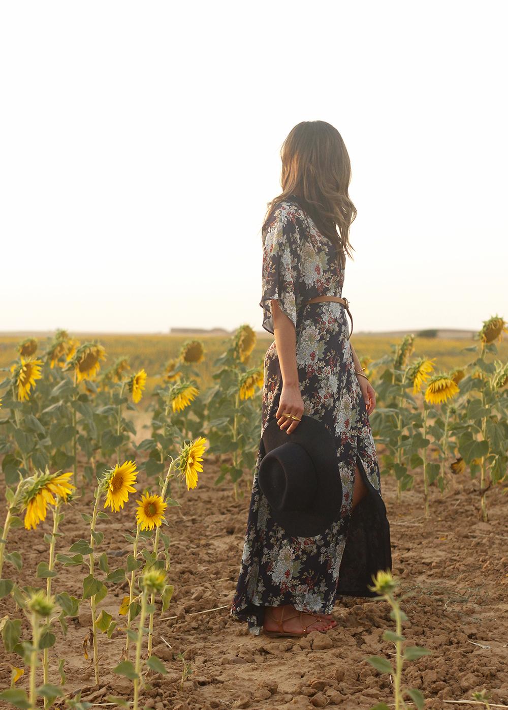 Maxi floral print dress uterqüe blue hat sunnies countryside summer outfit flat sandals massimo dutti28