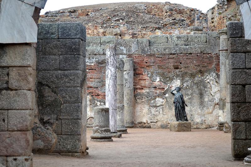 Estatua de Margarita Xirgu en el Teatro romano de Mérida