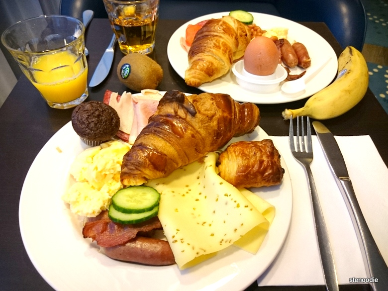 Hampton Hotels continental breakfast