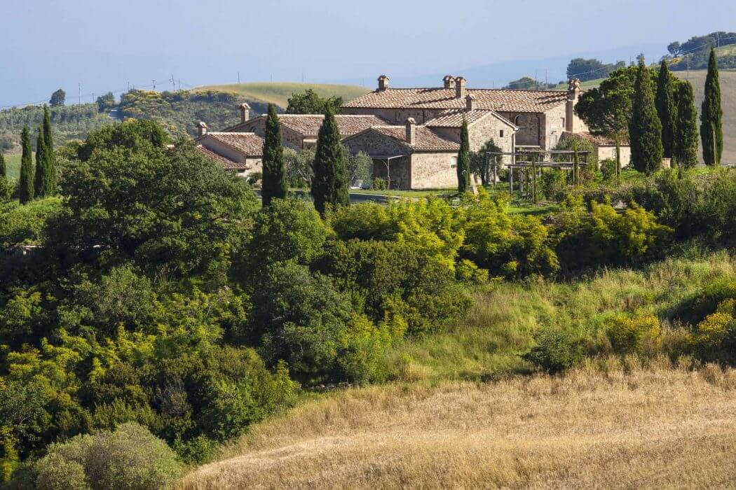 002-country-home-tuscany-1050x700