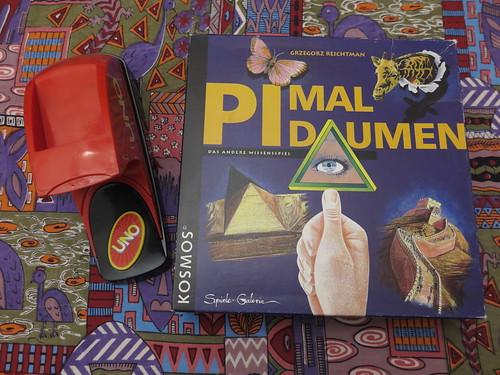 """Brettspiel """"Pi mal Daumen"""" und Kartenspiel """"Uno Extreme"""""""