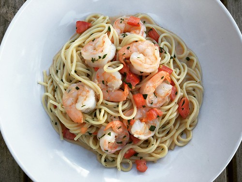 Pasta with shrimp, Brie and tomatoes