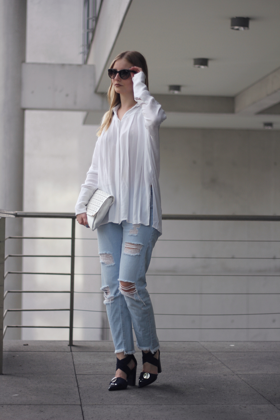 outfit city look frankfurt blog zara uterque h&m &otherstories jeans long bluse heels clutch