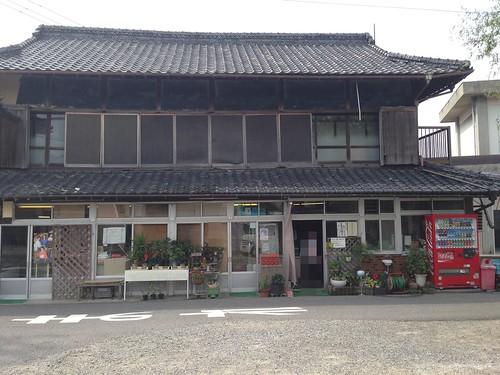 kagawa-mitoyo-suzaki-grocery-store-outside