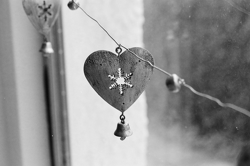 Heart on wire